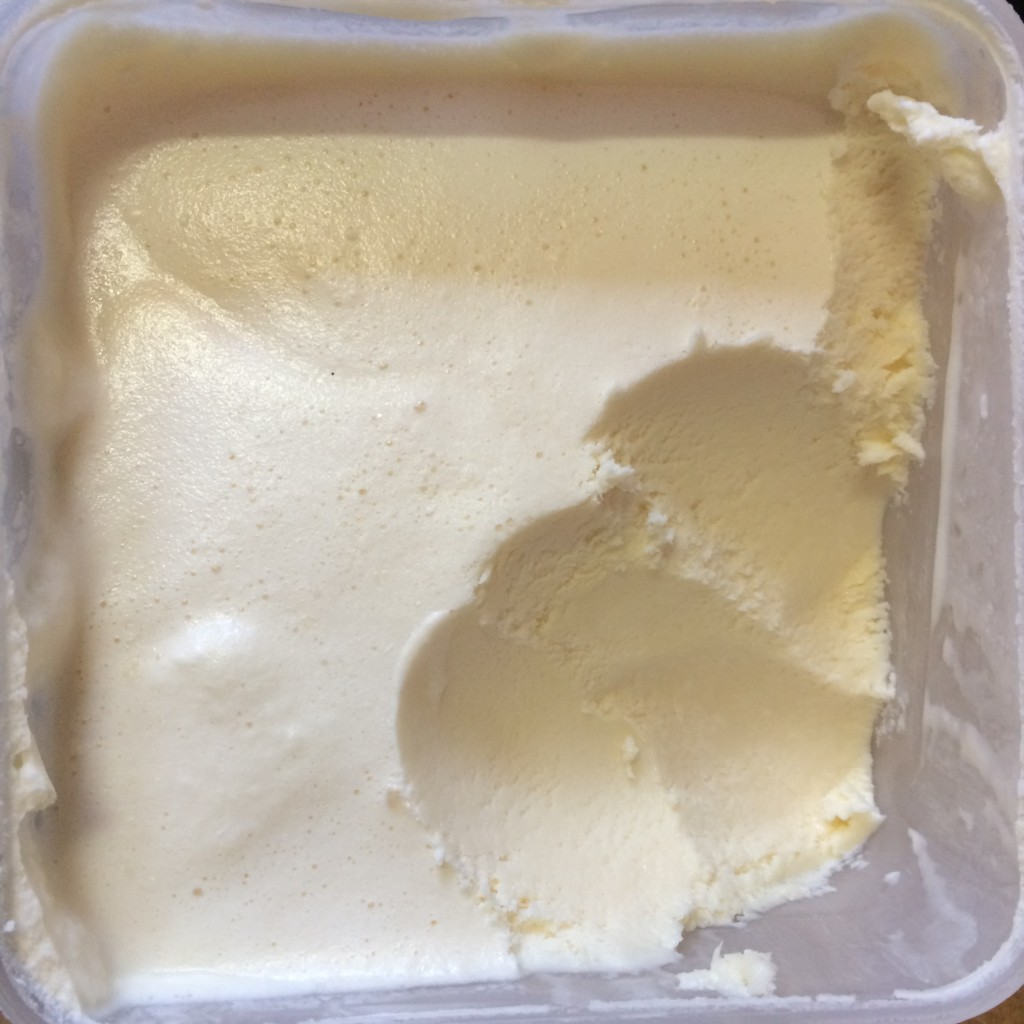 cheesecake ice cream: 4 ingredients and no ice cream maker required! click for the easy recipe!