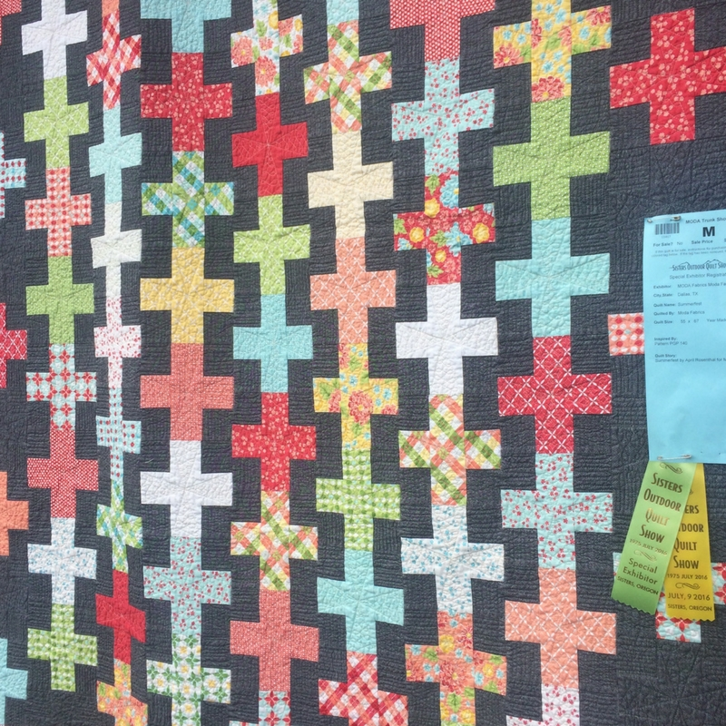 Sisters Outdoor Quilt Show | The Domestic Wildflower click to read all about the largest outdoor quilt show in the world from someone who just attended! This inspiring post will have you eager to attend a show or workshop on your craft soon!