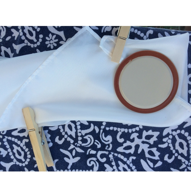 Shibori & Indigo Dyeing | The Domestic Wildflower Read this tutorial for about how to create gorgeous hand dyed textiles with the very simple, beautiful technique of shibori. Indigo dye isn't like regular Rit dye, and this post will explain why and how to be successful. Read the full post here!